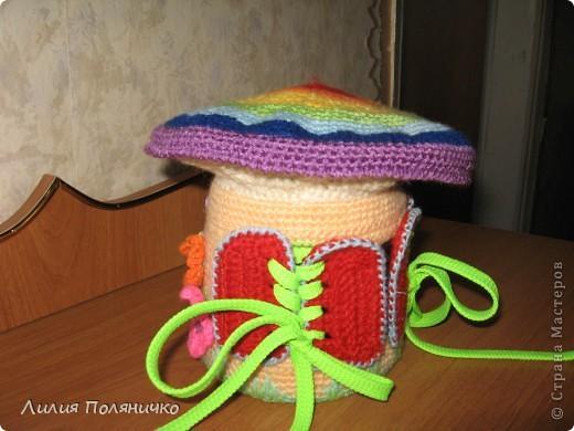 Вот такой грибочек связался дочке в дет-сад по МК http://darnika.ru/info/ Дверь на пуговках, фото 3