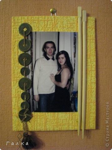 Рамочка для фоточки-основа-обои,декор-скорлупки от фисташек+цветные карамельки ))) фото 9