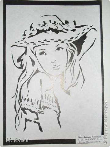 На День Матери девочки моего класса подготовили выставку работ с изображением ЖЕНЩИН: кокеток и незнакомок, милых и добрых, грациозных и очаровательных. Выполнены они все в технике вырезание. Состоялась эта выставка в городском Доме Культуры.  Представляем вашему вниманию наши работы. фото 5