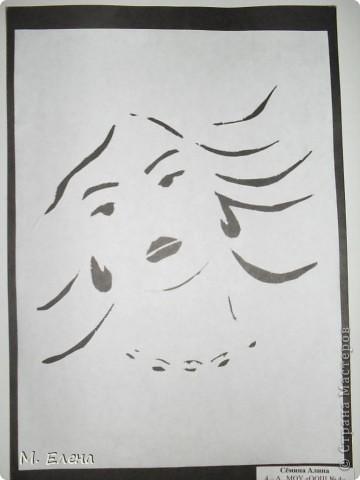 На День Матери девочки моего класса подготовили выставку работ с изображением ЖЕНЩИН: кокеток и незнакомок, милых и добрых, грациозных и очаровательных. Выполнены они все в технике вырезание. Состоялась эта выставка в городском Доме Культуры.  Представляем вашему вниманию наши работы. фото 9