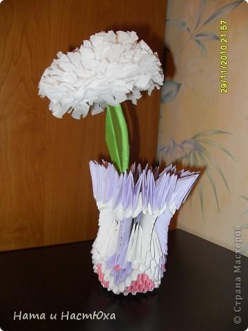 Цветочек из салфетки в вазочке)