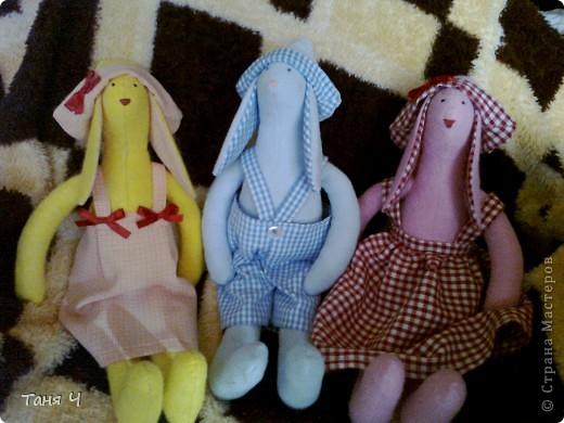 Вот такие зайчишки пошились малышам в подарок на Новый год .Желтенький -для внучки , голубой - для крестника , розовый - для крестницы. фото 1