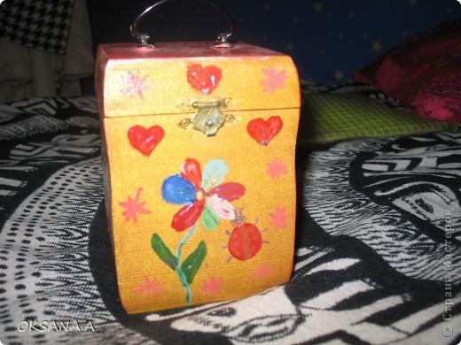 Вот такую шкатулочку для украшений мы росписали красками вместе со старшей дочкой. фото 2