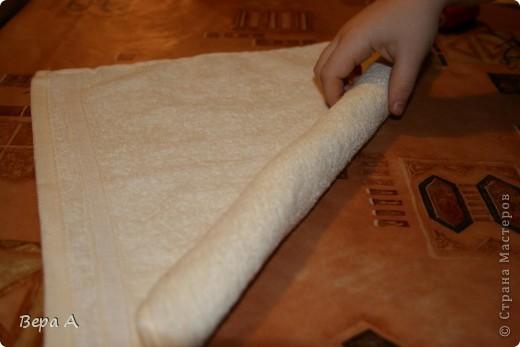 Научу вас делать вот такого зайчика (кролика) из полотенца-салфетки. Можно дарить в виде сувенира, как символ наступающего года Кролика. фото 2