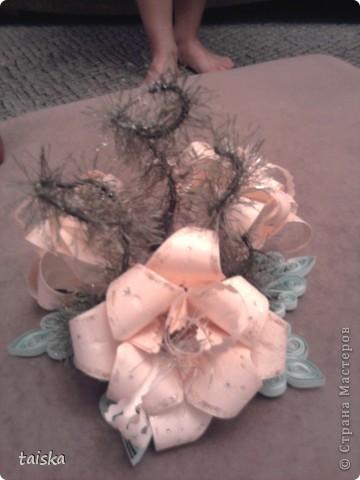 Основа - снежинка (квилинг). Цветочки - оригами модули лилии. Веточки - нитки намотанные на проволочку. фото 2