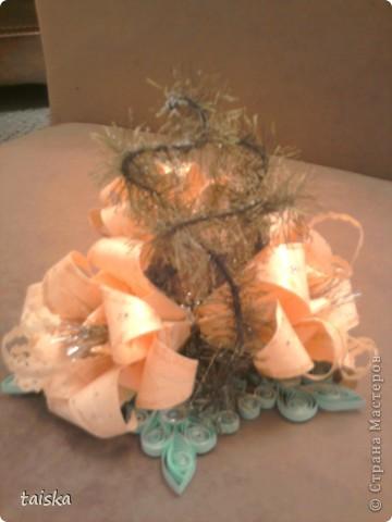 Основа - снежинка (квилинг). Цветочки - оригами модули лилии. Веточки - нитки намотанные на проволочку. фото 1