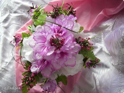 Elladora.  Источник.  Цветы крепятся на флористической губке.  Я её закрыла речной галькой!