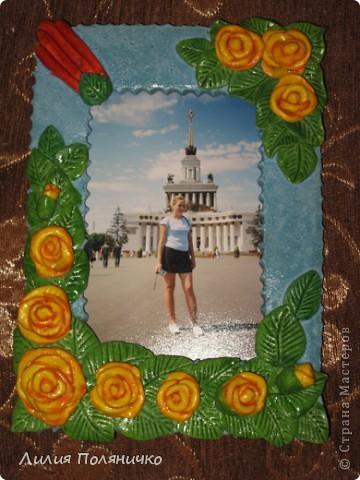 Эту рамочку я слепила в подарок своей тётушке, на фото пока я.