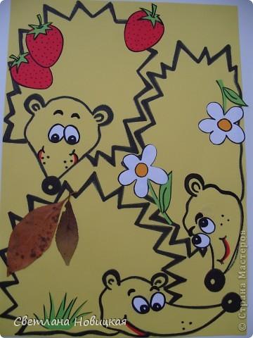 Этих ежиков я  сделала малышам для лепки. Дети тренируют маленькие пальчики отщипывая, раскатывая и налепляя пластилин на колючки ежика. Можно лепить ягоды, яблочки, грибочки. Затем пластилин легко удаляется при помощи стеки и сухой салфетки. Можно использовать на занятии неоднократно. фото 3