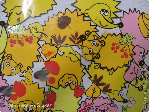 Этих ежиков я  сделала малышам для лепки. Дети тренируют маленькие пальчики отщипывая, раскатывая и налепляя пластилин на колючки ежика. Можно лепить ягоды, яблочки, грибочки. Затем пластилин легко удаляется при помощи стеки и сухой салфетки. Можно использовать на занятии неоднократно. фото 1