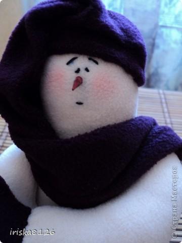 На улице холодно и снежно… Хочется праздника, поэтому решила пошить такого снеговичка. фото 1