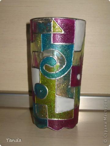 Первый опыт витража на посуде, было тяжело, витражные краски все время растекались :). Приходилось сушить на руках все время двигая стакан туда-сюда... фото 2