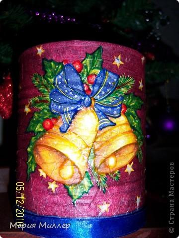 моя первая работа в стиле декупаж наклеила салфетку, обвела витражными красками, а снизу ленточкой задекорировала))) фото 1