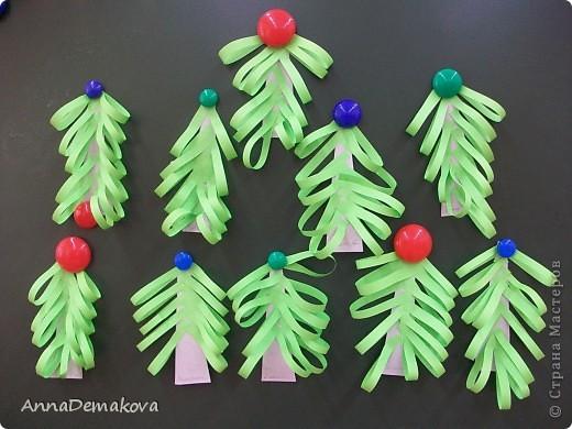 Вот такие елочки мы делали с дошколятами. Детям 5-5,5 лет. фото 1