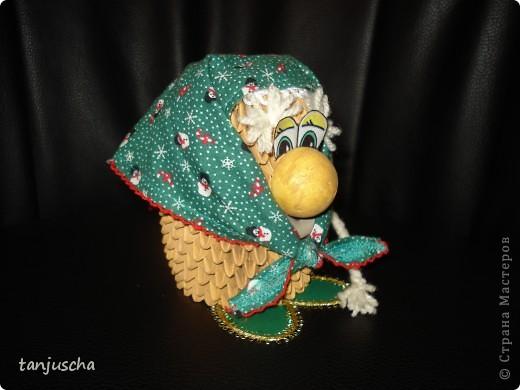 Бабуля подготавливается к Новому году .Закончила делать уборку и надела праздничный платок.Авторская работа фото 4