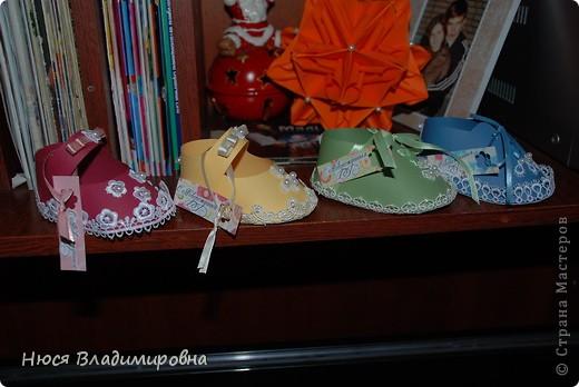 Парад пинеток - эти пинеточки очень распространены в Стране Мастеров, делаются быстро и с большим удовольствием!  В такие башмачки можно положить денежку, маленький подарочек или просто подарить в качестве открытки. Эту партию обуви - приготовила на продажу - надеюсь что каждая найдет своего малыша!  фото 2
