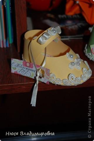Парад пинеток - эти пинеточки очень распространены в Стране Мастеров, делаются быстро и с большим удовольствием!  В такие башмачки можно положить денежку, маленький подарочек или просто подарить в качестве открытки. Эту партию обуви - приготовила на продажу - надеюсь что каждая найдет своего малыша!  фото 6