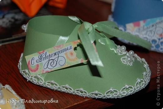 Парад пинеток - эти пинеточки очень распространены в Стране Мастеров, делаются быстро и с большим удовольствием!  В такие башмачки можно положить денежку, маленький подарочек или просто подарить в качестве открытки. Эту партию обуви - приготовила на продажу - надеюсь что каждая найдет своего малыша!  фото 7