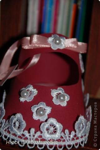 Парад пинеток - эти пинеточки очень распространены в Стране Мастеров, делаются быстро и с большим удовольствием!  В такие башмачки можно положить денежку, маленький подарочек или просто подарить в качестве открытки. Эту партию обуви - приготовила на продажу - надеюсь что каждая найдет своего малыша!  фото 12