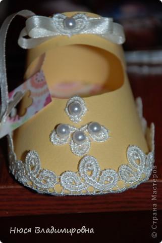 Парад пинеток - эти пинеточки очень распространены в Стране Мастеров, делаются быстро и с большим удовольствием!  В такие башмачки можно положить денежку, маленький подарочек или просто подарить в качестве открытки. Эту партию обуви - приготовила на продажу - надеюсь что каждая найдет своего малыша!  фото 13