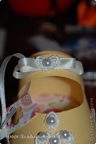 Парад пинеток - эти пинеточки очень распространены в Стране Мастеров, делаются быстро и с большим удовольствием!  В такие башмачки можно положить денежку, маленький подарочек или просто подарить в качестве открытки. Эту партию обуви - приготовила на продажу - надеюсь что каждая найдет своего малыша!  фото 14