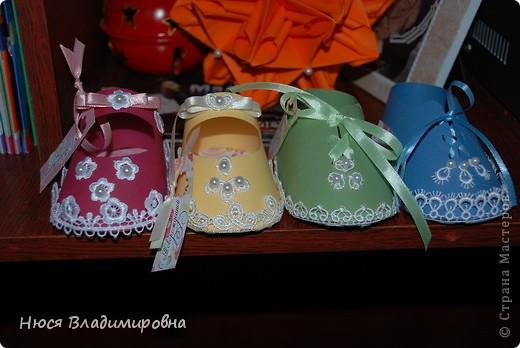 Парад пинеток - эти пинеточки очень распространены в Стране Мастеров, делаются быстро и с большим удовольствием!  В такие башмачки можно положить денежку, маленький подарочек или просто подарить в качестве открытки. Эту партию обуви - приготовила на продажу - надеюсь что каждая найдет своего малыша!  фото 1