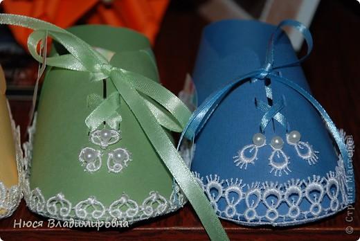 Парад пинеток - эти пинеточки очень распространены в Стране Мастеров, делаются быстро и с большим удовольствием!  В такие башмачки можно положить денежку, маленький подарочек или просто подарить в качестве открытки. Эту партию обуви - приготовила на продажу - надеюсь что каждая найдет своего малыша!  фото 4