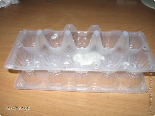 Корзинка сделана из упаковки для яиц.  фото 4