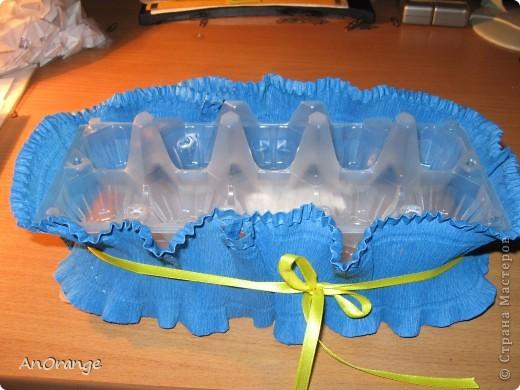 Корзинка сделана из упаковки для яиц.  фото 5