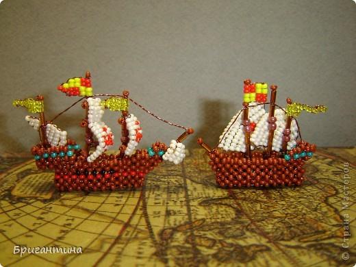Первая экспедиция 1492-1493 года. Колумб в поисках пути в Индию отправляется на запад. В состав экспедиции входит три корабля: Санта Мария, Нинья и Пинта.   фото 2