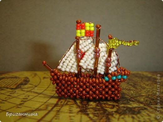 Первая экспедиция 1492-1493 года. Колумб в поисках пути в Индию отправляется на запад. В состав экспедиции входит три корабля: Санта Мария, Нинья и Пинта.   фото 4