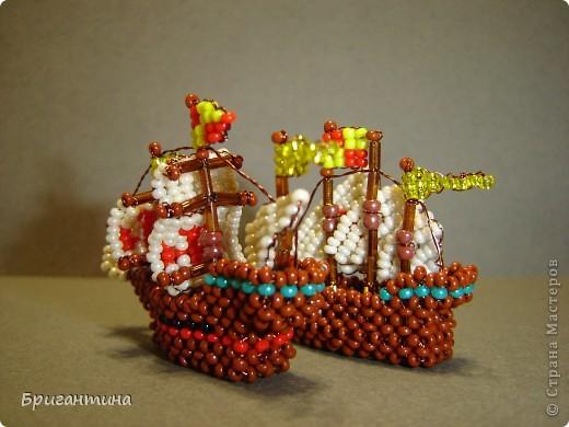 Первая экспедиция 1492-1493 года. Колумб в поисках пути в Индию отправляется на запад. В состав экспедиции входит три корабля: Санта Мария, Нинья и Пинта.   фото 7