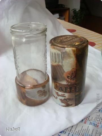 Из фрагментов нескольких салфеток+ немного подрисовки акриловой краски- и банка под кофе готова! фото 2