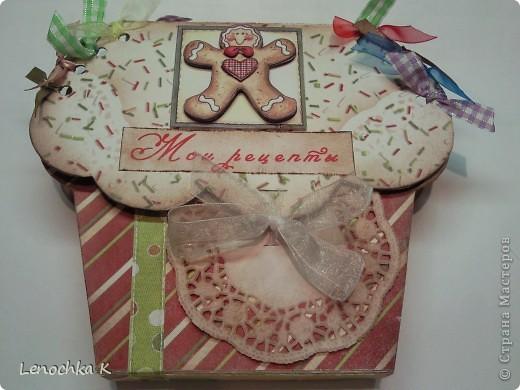 Пора делать подарки к Новому году... вот и пришла идея в голову сделать вот такой блокнотик для кулинарных рецептов в виде кекса... фото 1
