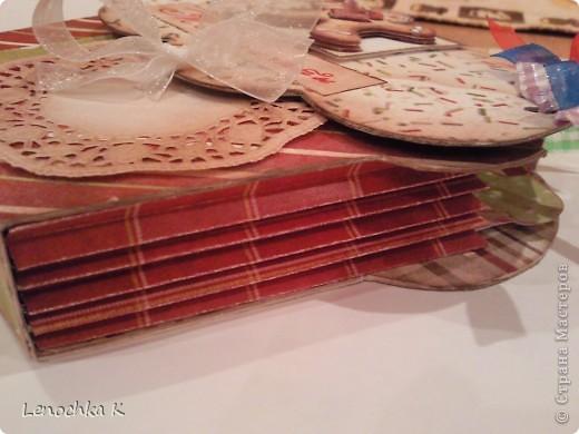 Пора делать подарки к Новому году... вот и пришла идея в голову сделать вот такой блокнотик для кулинарных рецептов в виде кекса... фото 4