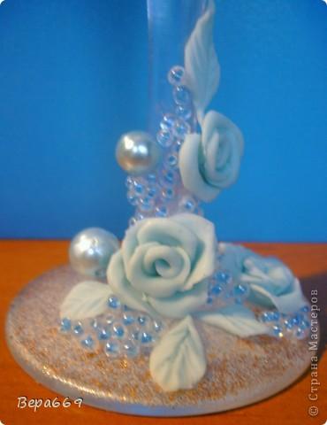 Бокалы с инеем и голубыми розами фото 2