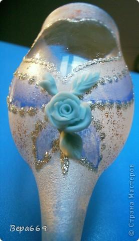Бокалы с инеем и голубыми розами фото 4