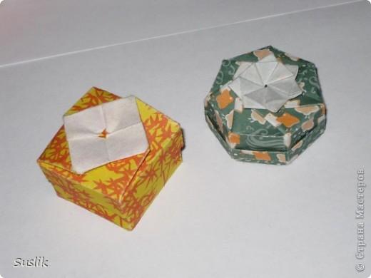 Сделаны по схемам Юрия и Екатерины Шумаковых. У зеленой коробочки, донышко снизу с таким же узором как и на крышке. фото 1