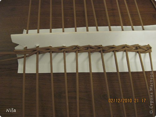 Мастер-класс Плетение Плетение квадратной прямоугольной  коробки Бумага газетная Трубочки бумажные фото 8