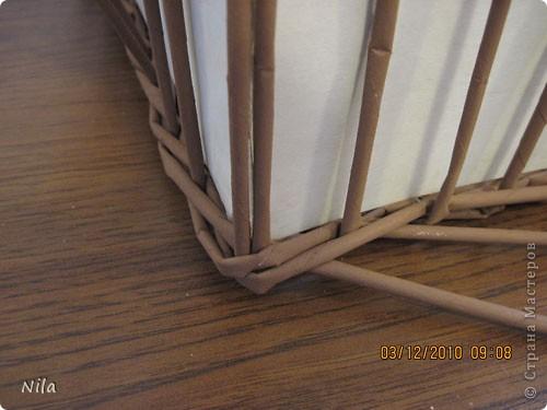 Мастер-класс Плетение Плетение квадратной прямоугольной  коробки Бумага газетная Трубочки бумажные фото 24