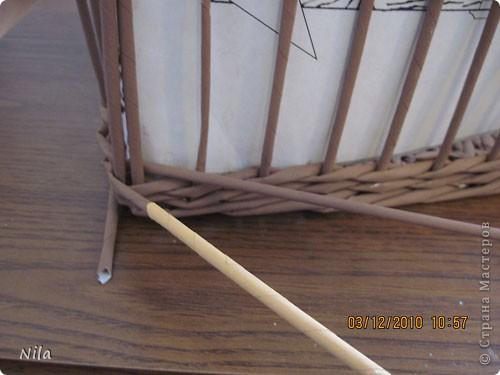 Мастер-класс Плетение Плетение квадратной прямоугольной  коробки Бумага газетная Трубочки бумажные фото 26
