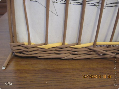 Мастер-класс Плетение Плетение квадратной прямоугольной  коробки Бумага газетная Трубочки бумажные фото 27