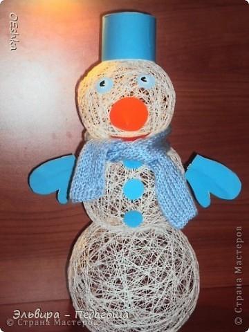 Вот и мы в выходные сделали с сыном снеговика,завтра в садик понесем,к НГ подарок.