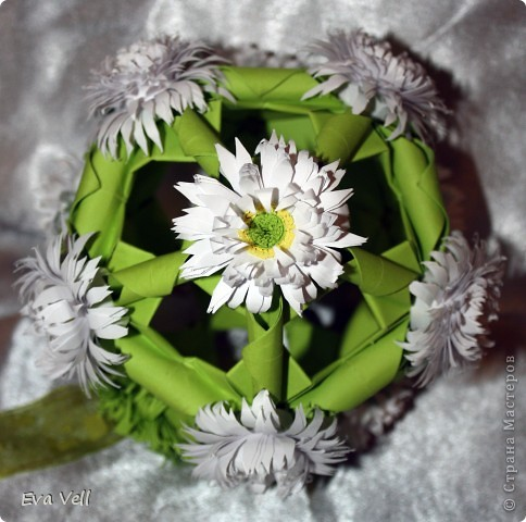 Арабеска с белыми хризантемами фото 1