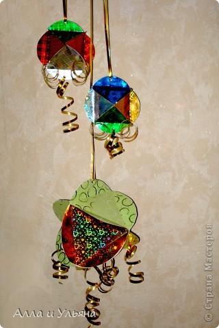 Вот такие объемные шарики мы сделали для украшения к Новому году в Детский сад! фото 1