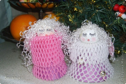 Несмотря на то, что зима упорно не хочет приходить в наш город(сегодня 0 град. и даже подобие дождя с утра), мы все же с дочкой готовимся к Новому году и сделали маленькую коллекцию ангелочков...