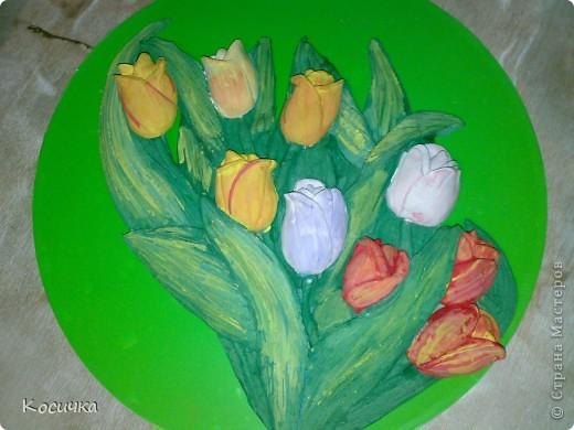 Букет тюльпанов очень понравился.подсмотрела у одной из мастериц. Основа-виниловая пластинка оклееная самоклейкой.