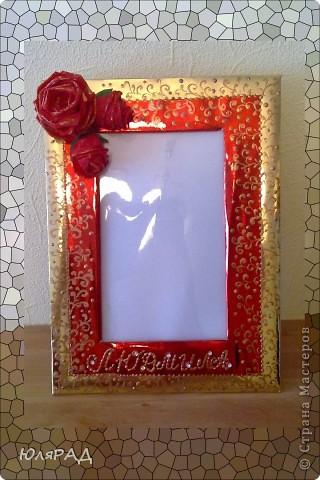 Рамочка для подруги. Розы из гофрированной бумаги, рамка из металлизированного картона, украсила бронзовой акриловой краской, к буквам имени приклеила стразы))) фото 3