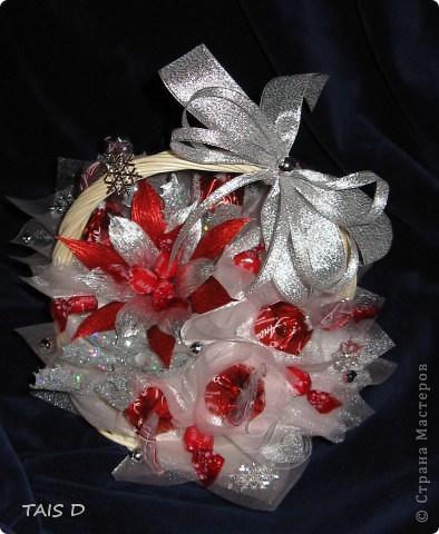 Новогодняя красавица с конфетами, высота 60см. фото 3