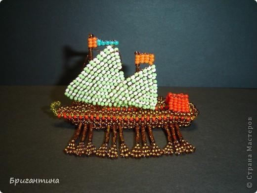 Это мой 10 кораблик и второй гребной (еще была трирема http://stranamasterov.ru/node/112190) Галера — гребной военный корабль с одним рядом вёсел и двумя-тремя мачтами с треугольными и прямыми парусами, которые использовались в качестве дополнительного двигателя. фото 3